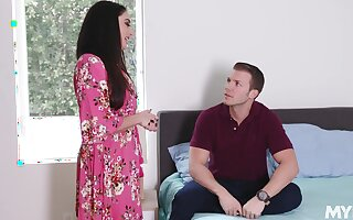 Nympho stepmom Sheena Ryder gets her pussy fucked wide of handsome young stepson