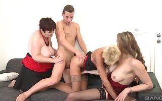 Video of matures Yamra and Stacy Dote on having an amateur orgy