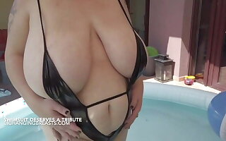 Romanian pornstar all round huge chest in the pool