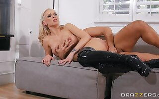 Seductive sex scenes not far from please the cougar mom with a total apogee