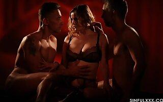 Star-gazer MMF threesome with irresistible pornstar Candy Alexa