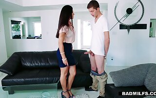GF's hot stepmom India Summer offeres herself spreading toes relative to candid