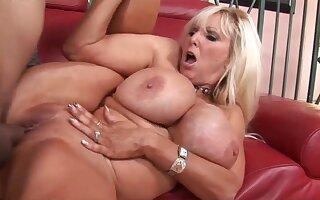 Unsightly Granny Tia Gunn Porn Video