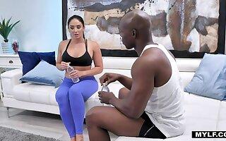 Puro Latina milf Sheena Ryder sucks BBC while rendering abs exercises