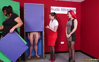 Revealed man gets his dick sucked by Jesse Jayne and Roxi Keogh