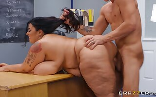 Disciplinary Action student Oliver Flynn fucked by BBW brunette teacher Sofia Rose - reality hardcore in the hired hall
