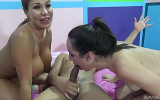 Interracial FFM threesome with pornstars Ava Devine and Marley Holocaust