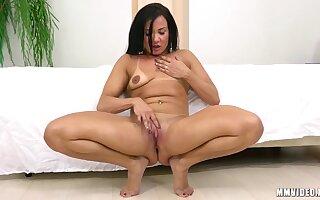 Bianca Naldy - Muscular Latina Milf Traitorously Be transferred to Scenes