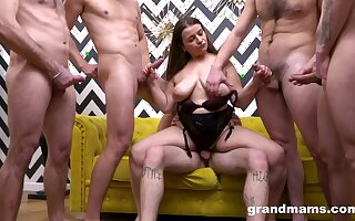 Big beautiful woman shares her mouth and penis length trap with multiple men