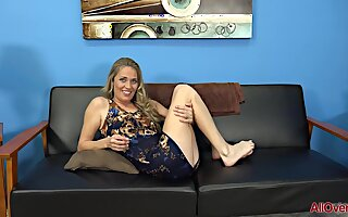 Housewife Lady In Unembellished Cement - Blond Milf