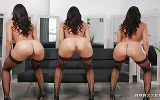 Nude curvy MILF dazzles with belle and sex facility
