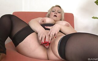 Chubby ass mature toy fucks pussy and ass in perfect solo tryout