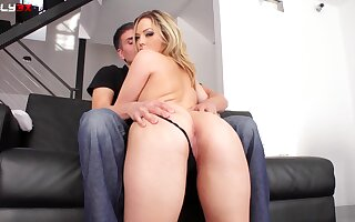Dirty slut Alexis Texas penetrated on the couch and eats his jizz