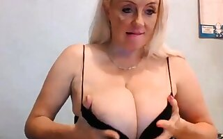 34K Hot Blonde Great Cleavage Strapping Udders