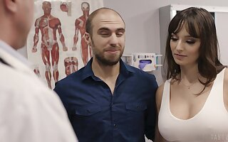 Fucking hot patient Lexi Luna gets her mouth with the addition of pussy fucked by means of examination