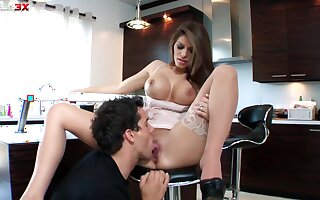 Stacked sex kitten Madelyn Marie fails to disappoint every time