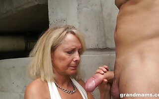 Dirty granny drops chiefly her knees around give head and rides like a pro