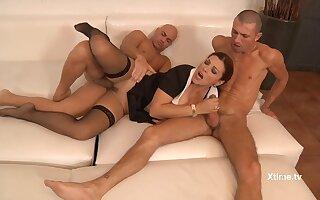 hot babe Valeria Borghese amazing threesome sex
